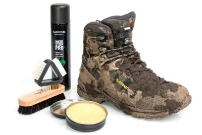Wanderschuhe schmutzig / Pfelge von Schuhe